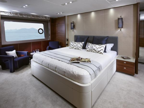 Full beam owner's stateroom